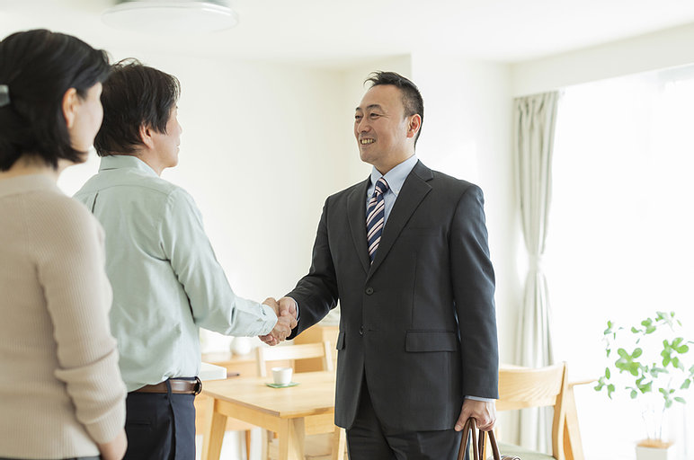 Picture of insurance agent meeting with clients
